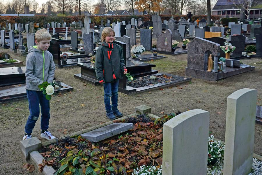 Vin en Rossi bij de graven van John Steele en